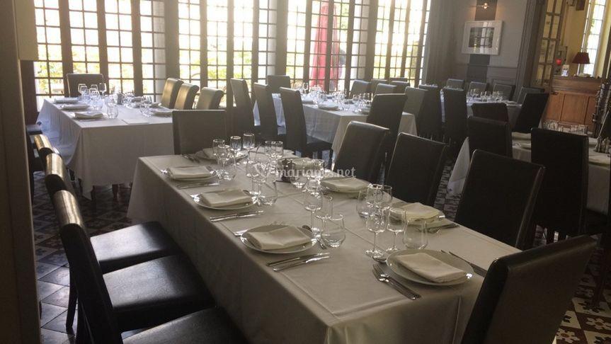 Salle de restaurant en blanc