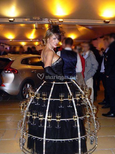 Femme champagne