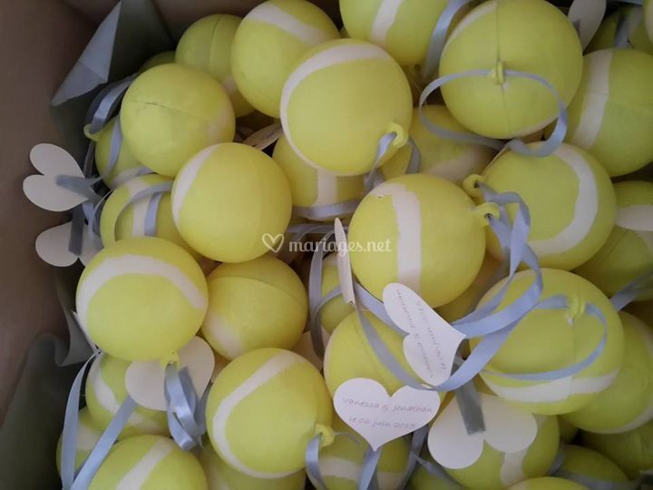Contenants à dragées forme balles de tennis