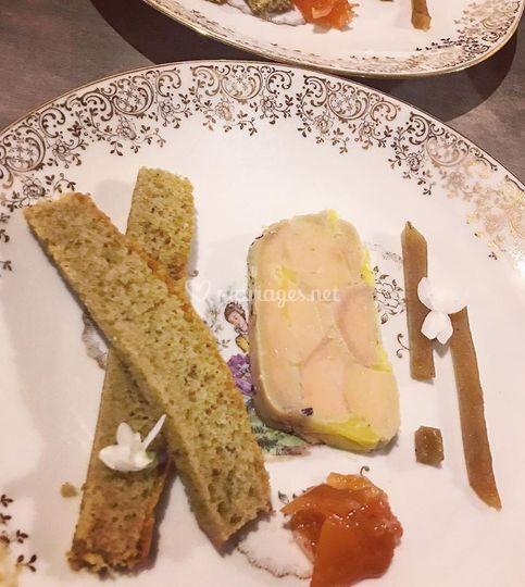 Terrine de foie gras au whisky, pain d'épices maison et gelée de poires rôties