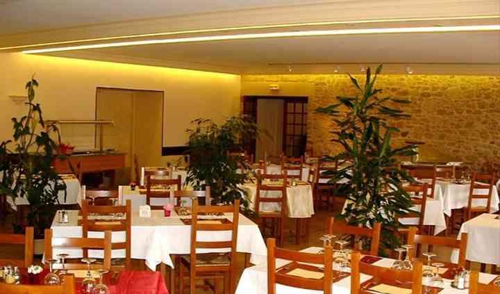 Salle restaurant, tables dressées