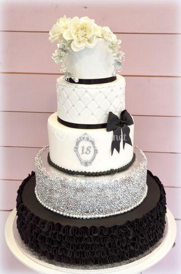 Gâteau Noir et argenté