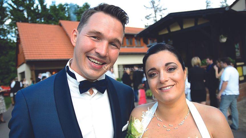 Des mariés heureux et soulagés