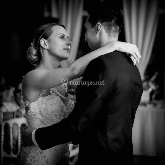 Les mariés : première danse
