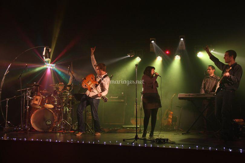 Le groupe sur scène