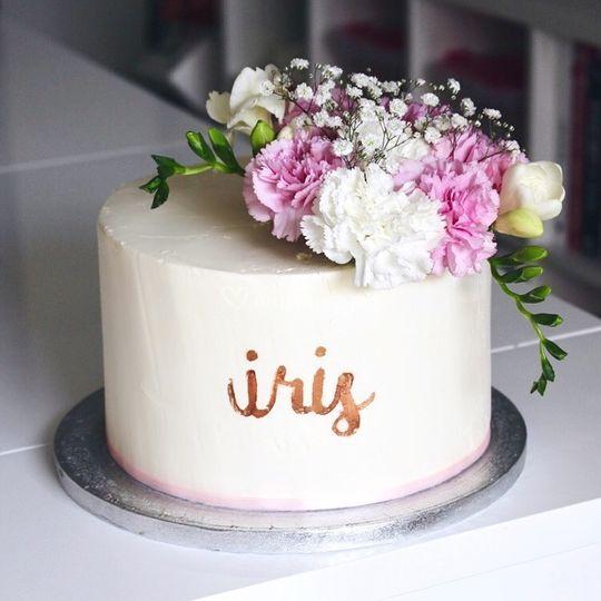 Layer cake fleuri et écriture