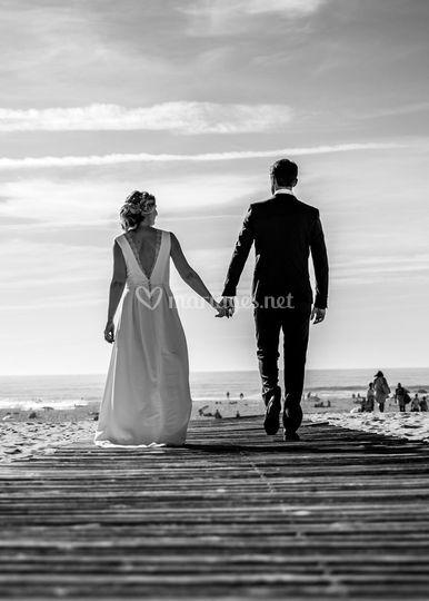 Mariés se donnent la main