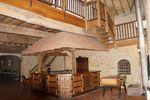 Le pub et le salon à l'étage