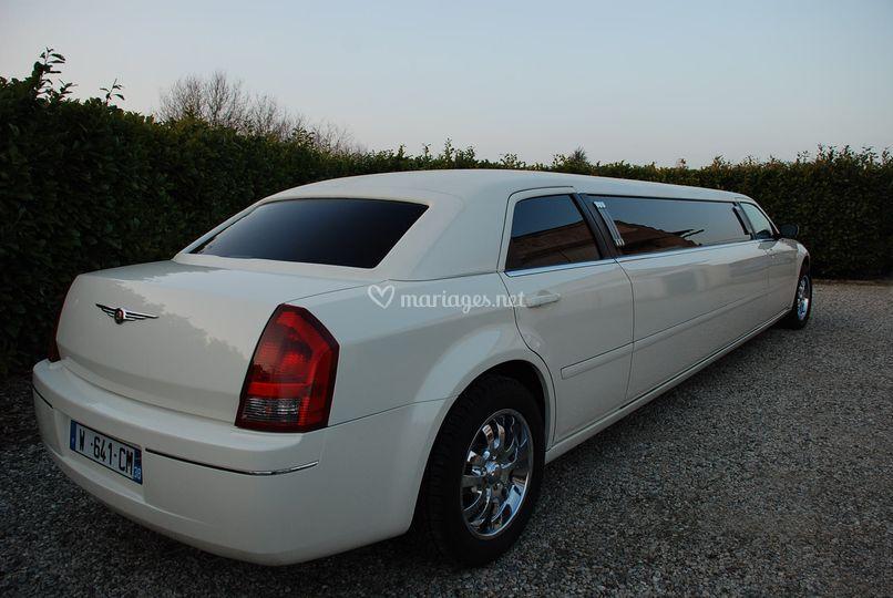 Chrysler 300C limo 4