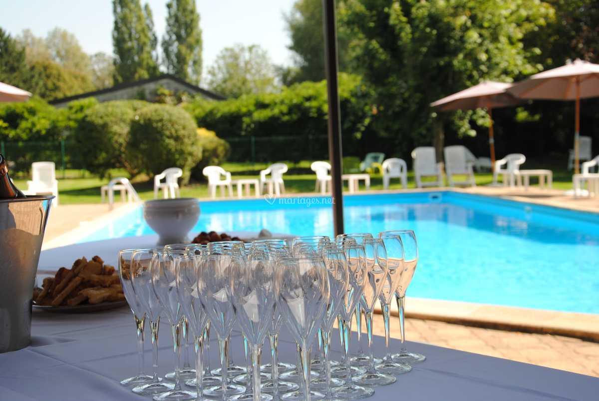 cocktail autour de la piscine de le relais fleuri | photos