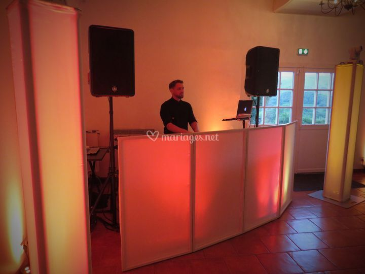 DJ Booth, La Ferme Aux Piments