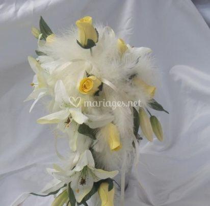 Lys blancs et roses jaunes