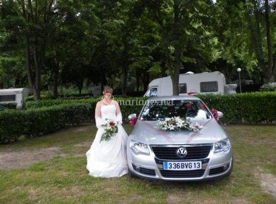 Mariée et voiture