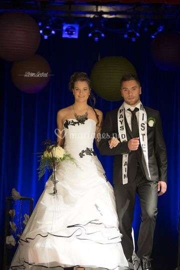 Robe de mariée fleurs noires
