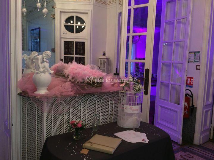 Entrée décorée par des mariés