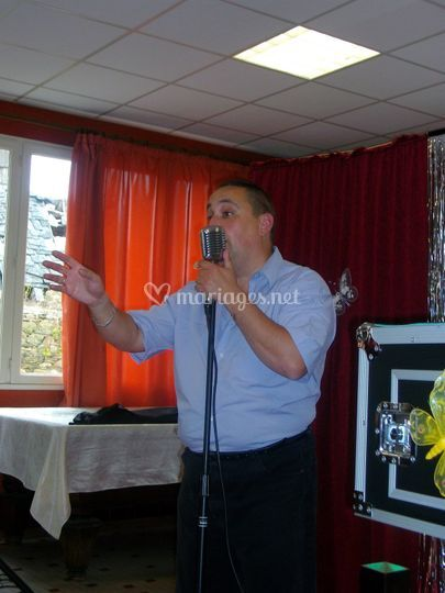 Carlos O'Connors chante