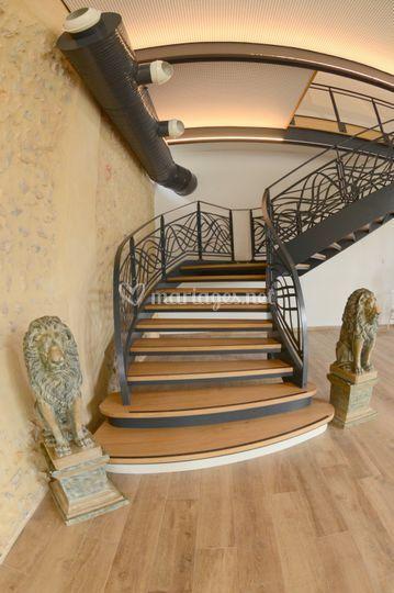 L'escalier vous invite