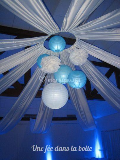 Décor de plafond bleu et blanc