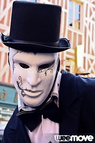Echassier Dandy, avec son masque