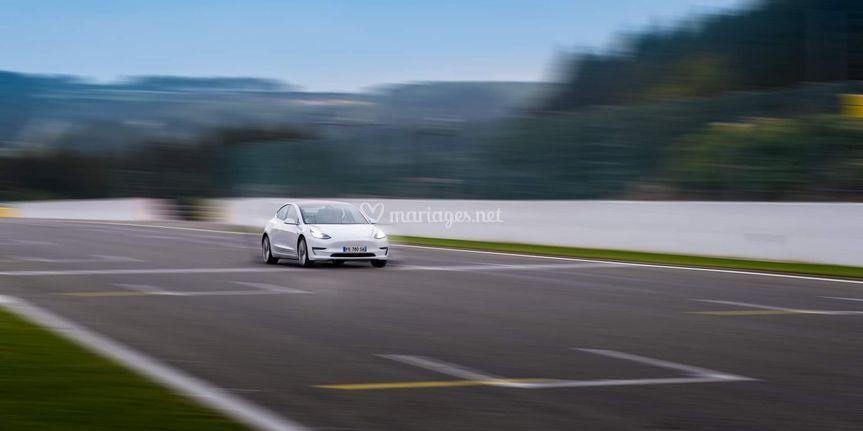 Tesla model 3 sur Circuit Spa