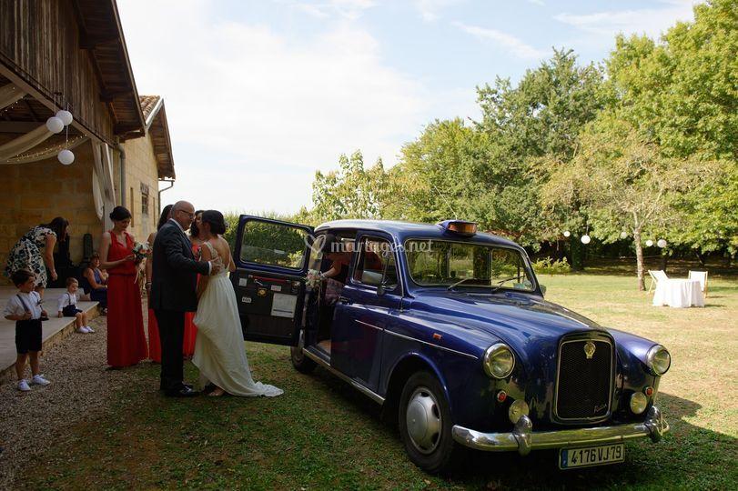 Taxi anglais bleu nacré