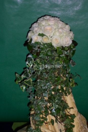 Décoration lierre et roses blanches