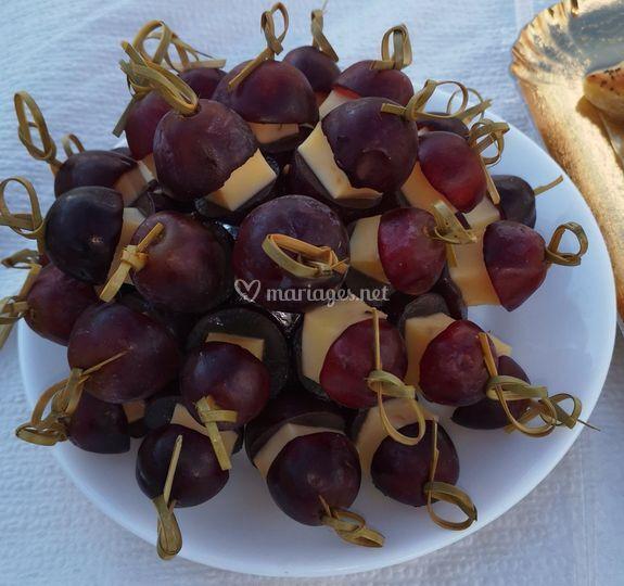 Brochettes raisin/comté