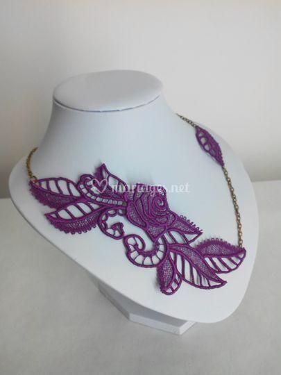 Tour de cou dentelle violet