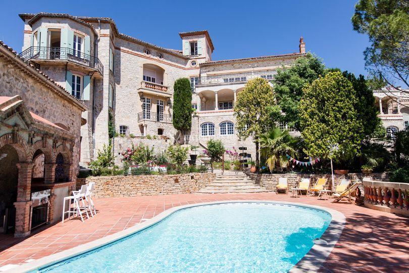 Le Château et la piscine