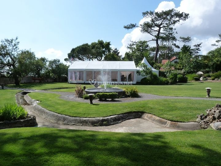 Tente de 120 m² avec pagode