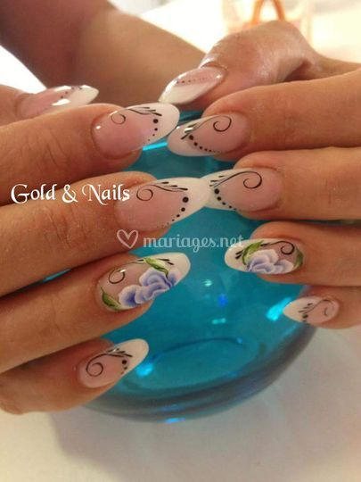 Gold nails for Pedicure salon de provence