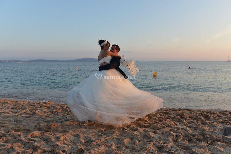 Photo de mariés sur la plage