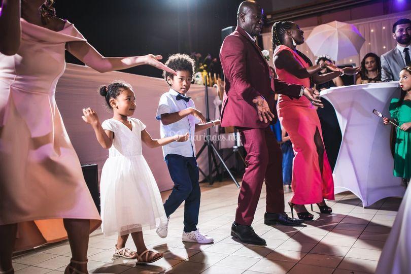 Danse surprise aux mariés