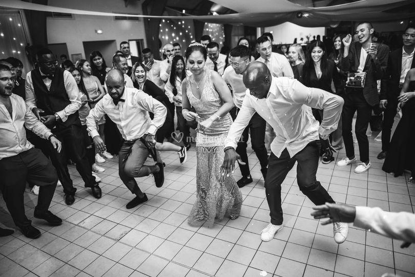 La Mariée sur le dancefloor