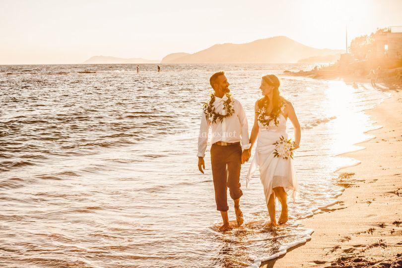 Mariés sur la plage