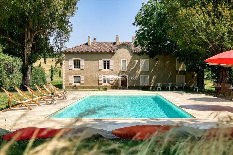 La piscine vue sur chambres