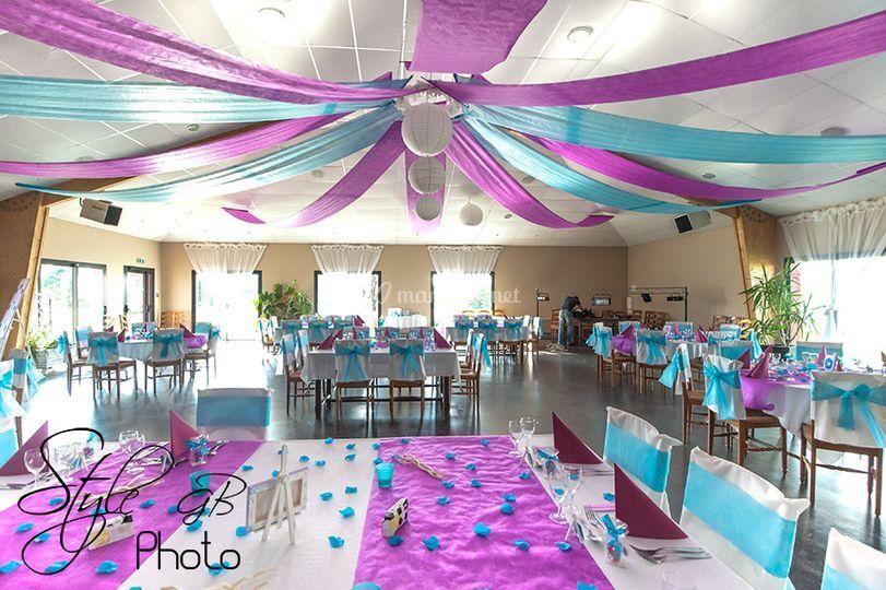 Salle décorée pour un mariage