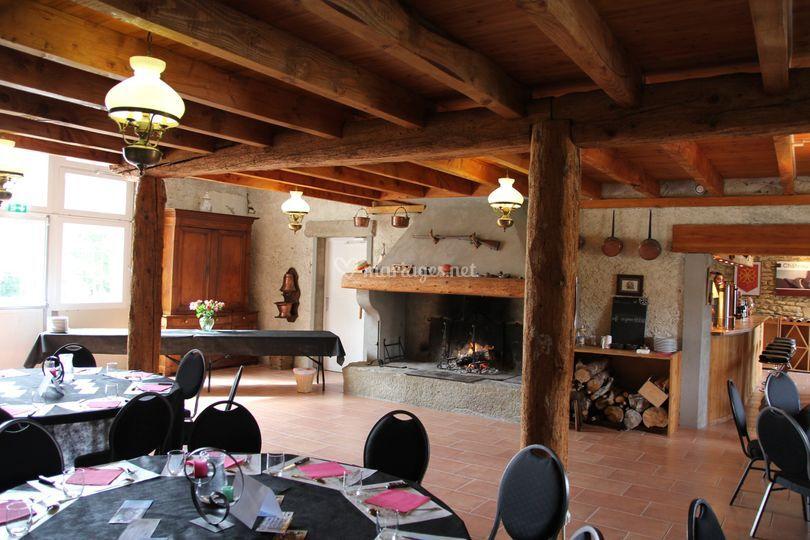 Salle avec cheminée
