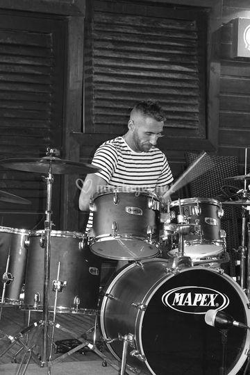 Chris à la batterie
