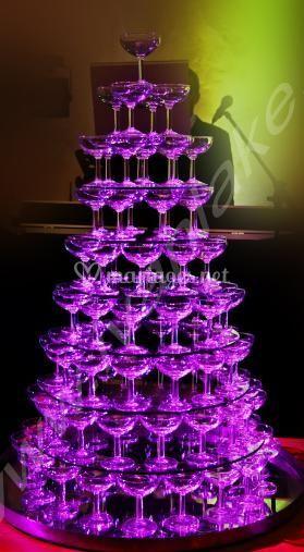 Fontaine de champagne violette
