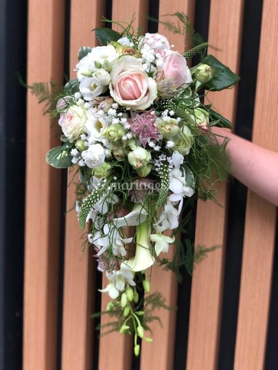 Bouquet retombant rose nature