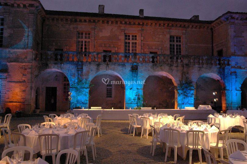 Cour du château de nuit