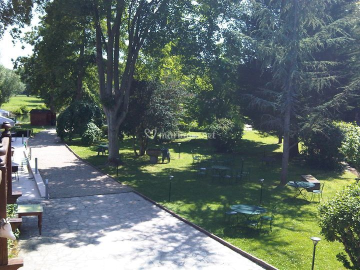 jardin sur moulin de fourges - Moulin De Fourges Mariage