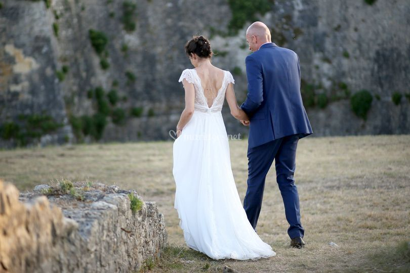 Les mariés quittent le vin d'honneur