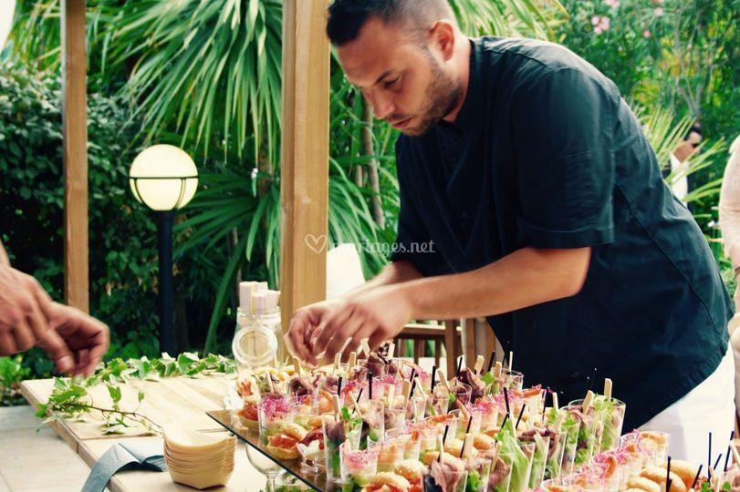 Le Chef qui dresse le buffet