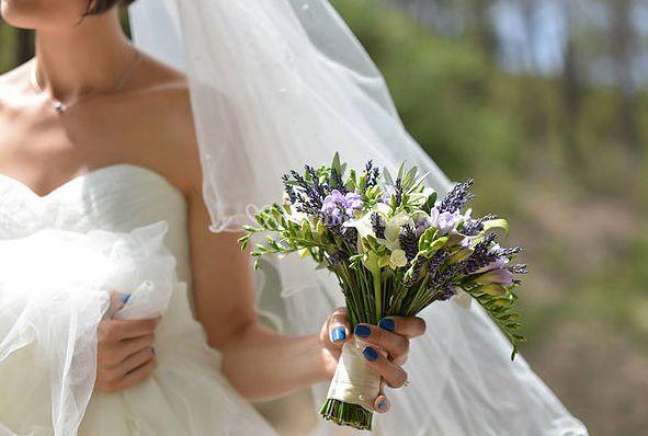 Bouquet freesia parme et blanc
