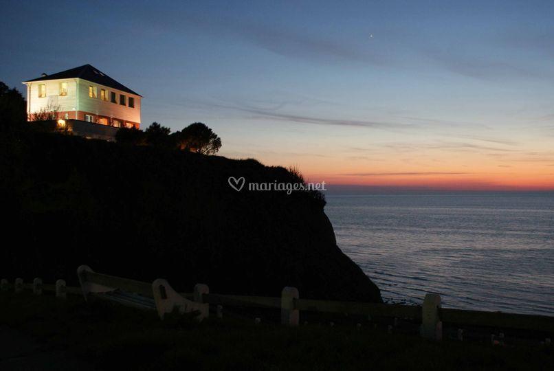 Le Cise au coucher du soleil de H u00f4tel Restaurant Le Cise Ph # Bois De Cise Hotel