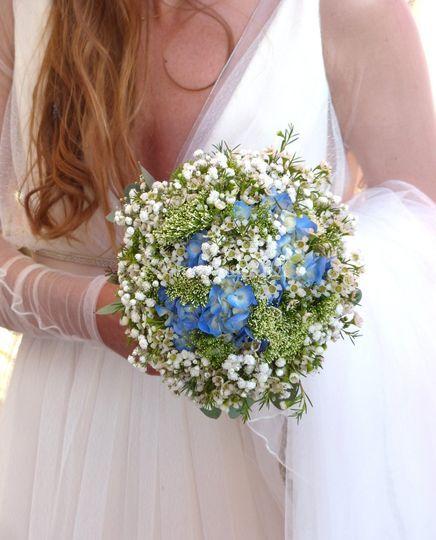 Flore touche de bleu
