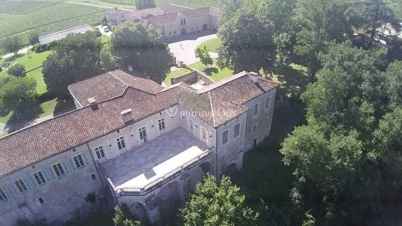 Château et sa terrasse