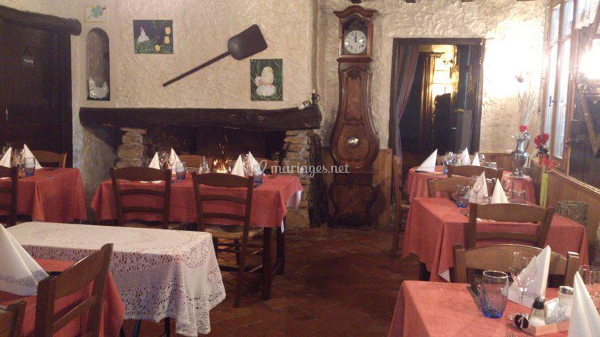 Petite salle cheminée